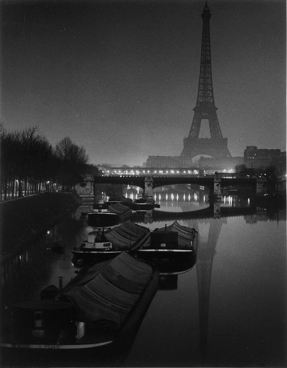 1932. Эйфелева башня в сумерках