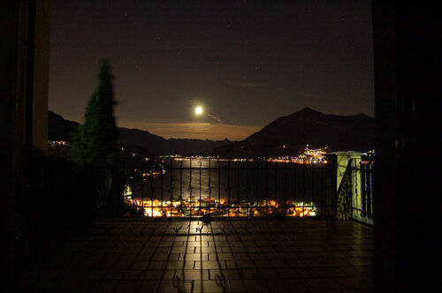 луна над Lago di Como