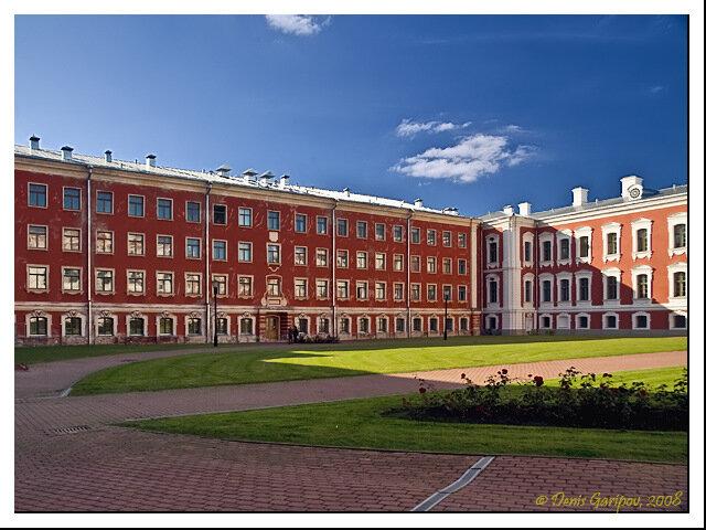 Во дворе Елгавского дворца