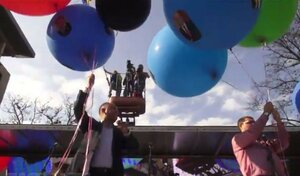 """Молдавских """"правителей"""" выпустили в небо на воздушных шарах"""
