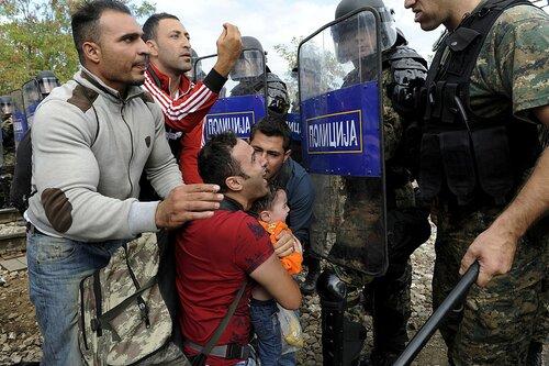Мигрантский бунт произошел на границе Греции и Македонии