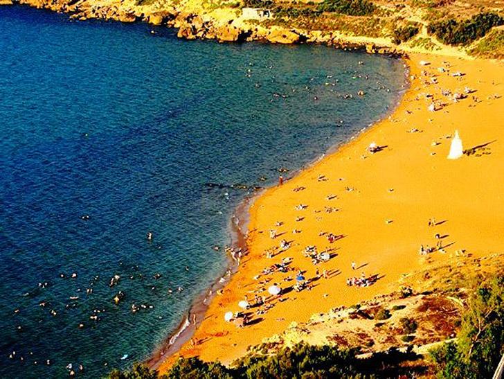 13. Пляж Рамла. Пляж находится на дне богатой и плодородной долины на северной стороне острова Гоцо.