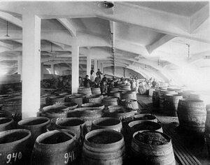 Бочки с клюквой в подвалах клюквенного завода  товарищества Жорж Борман.
