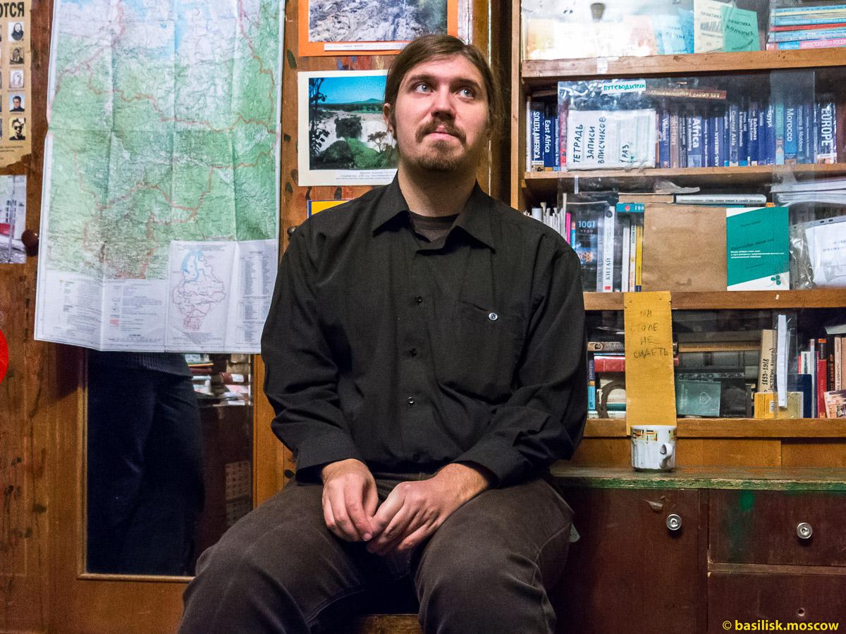Илья Буяновский в квартире Антона Кротова.