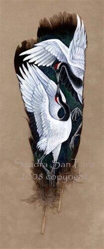 Но это действительно удивило - картины на перьях.  Здесь используются перья многих птиц: курицы, утки, гуся.