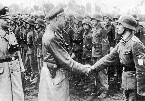 """Гиммлер лично инспектирует тренировочный лагерь дивизии СС """"Галиция"""" в Нойехаммере"""