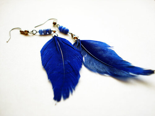 Сережки своими руками из перьев