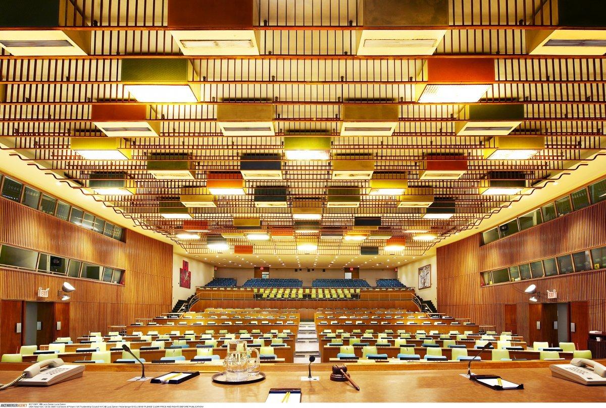 Совет по опеке ООН. И хотя в этом зале не проводились собрания с 1994 года, он все еще содержится в