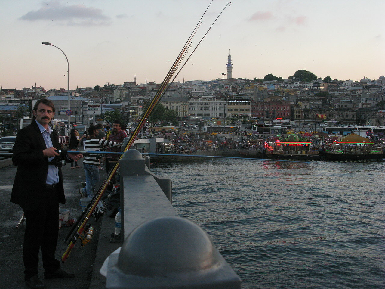 Рыбалка в Стамбуле. Автор фото: Станислав Кривошеев