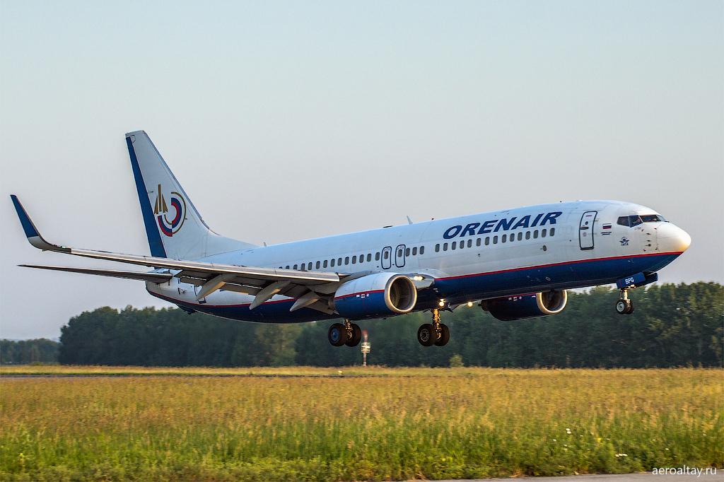 Самолет Оренэйр прибывает в Барнаул рейсом из Сочи