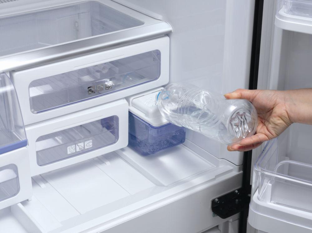 Кулер в холодильники - отсек для льда - льдогенератор Sharp
