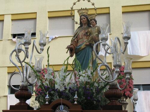 Платформа со статуей Девы Марии для крестного хода в Хересе-де-ла-Фронтера