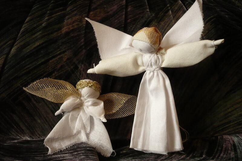 Ангел оберегает своими руками