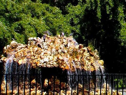 par-14-rus — «фонтан-каменный гриб очень популярен среди голубей» на Яндекс.Фотках