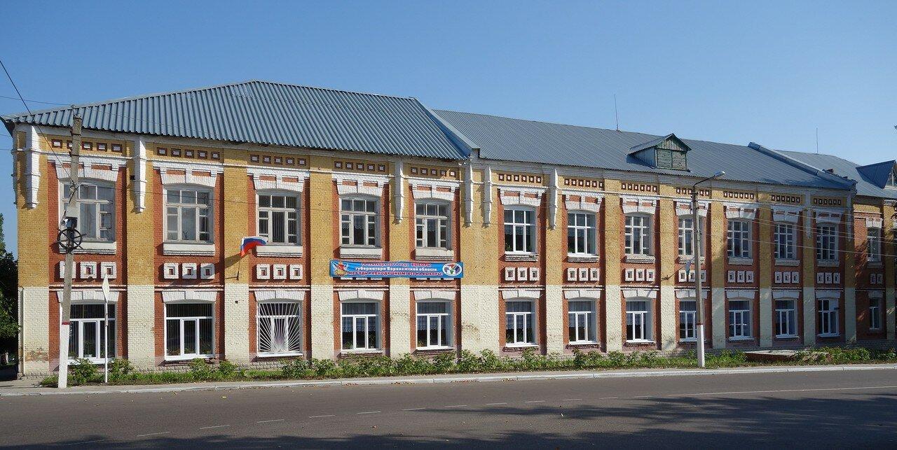 школа-интернат в старинном здании