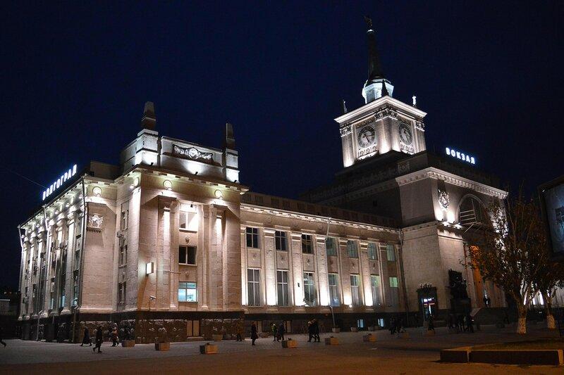 Железндорожный вокзал ночью