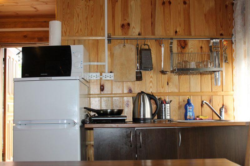 Зона для приготовления еды. Все очень компактно и удобно. Есть все необходимое. (09.06.2015)