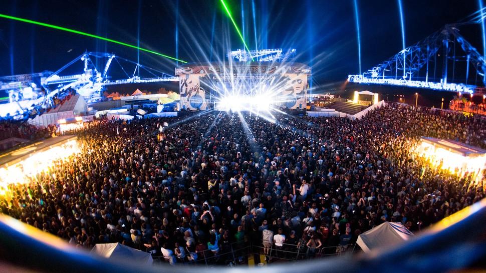 Fotografii-s-samyx-epichnyx-tancevalnyx-festivalej-vsego-mira-42-foto