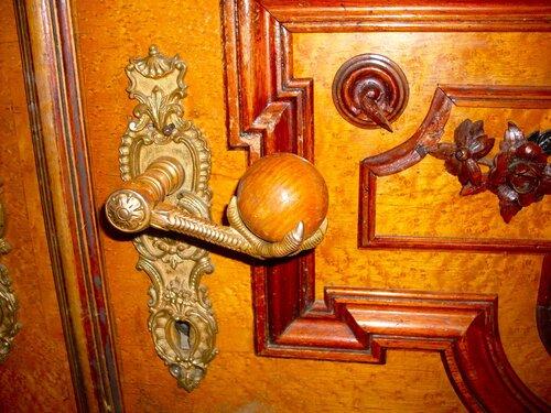 Дверная ручка в Николаевском дворце.