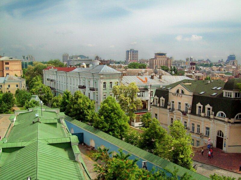 Вид с Михайловской колокольни на Трехсвятительскую