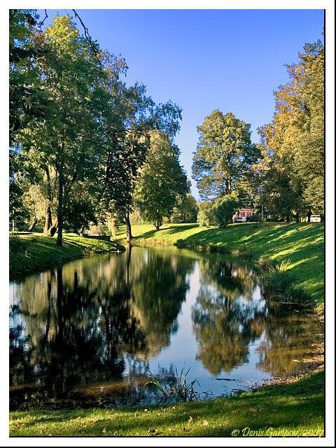 Парк и канал около дворца