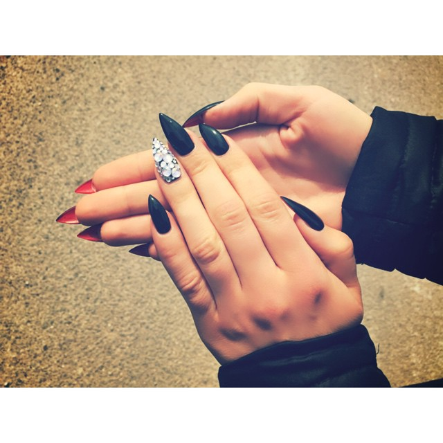 тренд-в-маникюре-louboutin-nails11.jpg