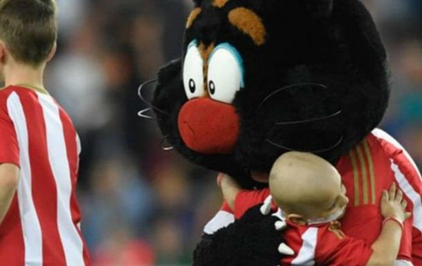 «Эвертон» перечислил EUR 240 тыс. налечение молодого болельщика «Сандерленда»