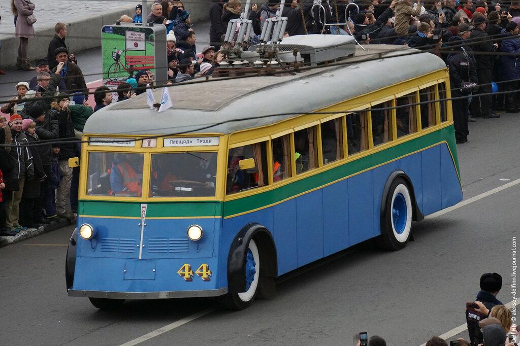 Парад-троллейбусов-03.jpg
