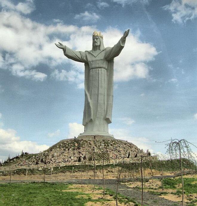 Статуя Христа Царя. Польша