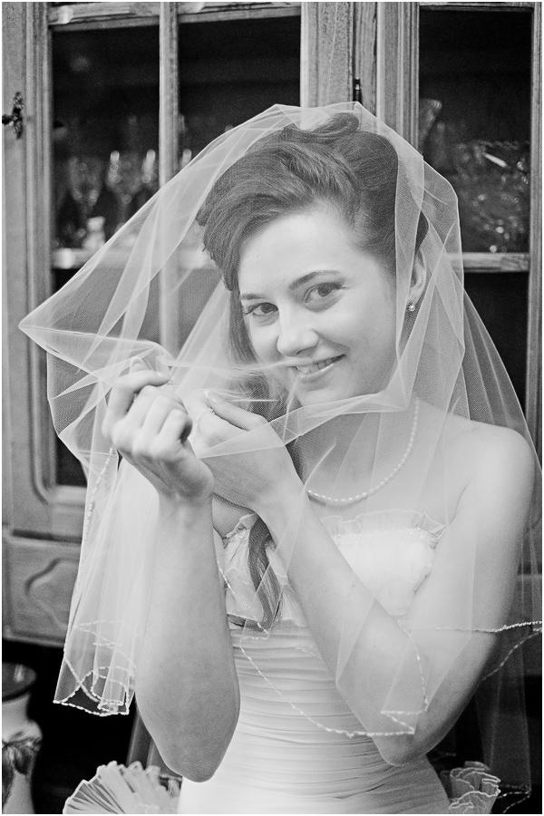 Меловые доски для свадебных фотосессий не собираются сдавать своих позиций. Это — ярко, необычно, да и какая невеста не захочет похвастаться такими стильными и эффектными фотографиями? © https://www.livemaster.ru/topic/1269561-kak-raspisat-melovuyu-dosku-dlya-svadebnoj-fotosessii-tonkosti-i-hitrosti