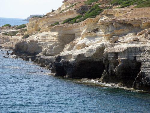 Пещеры в море