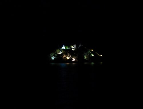 Темная ночь и остров