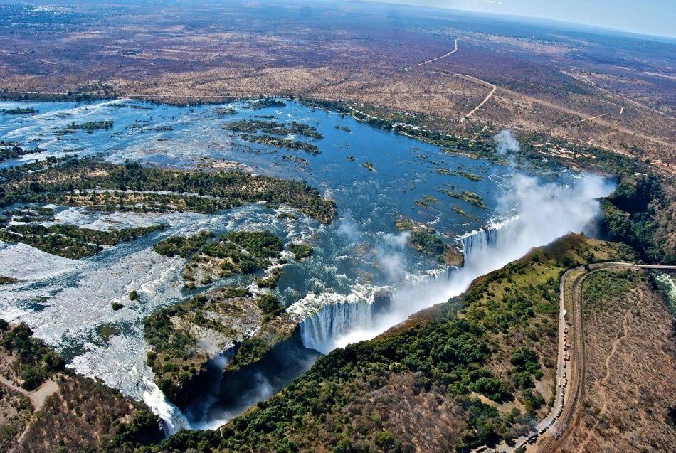 9. Замбия и Зимбабве (© world-fact) Да, вы правы, такое потрясающе красивое место, как водопад Викто