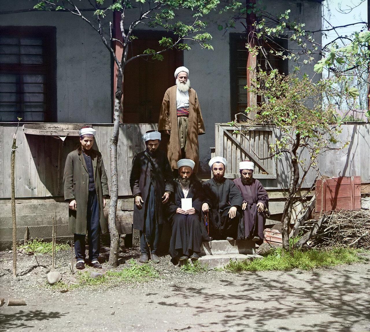 Муллы в мечети Азизия. 1912