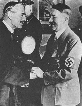 Гитлер и британский премьер Чемберлен