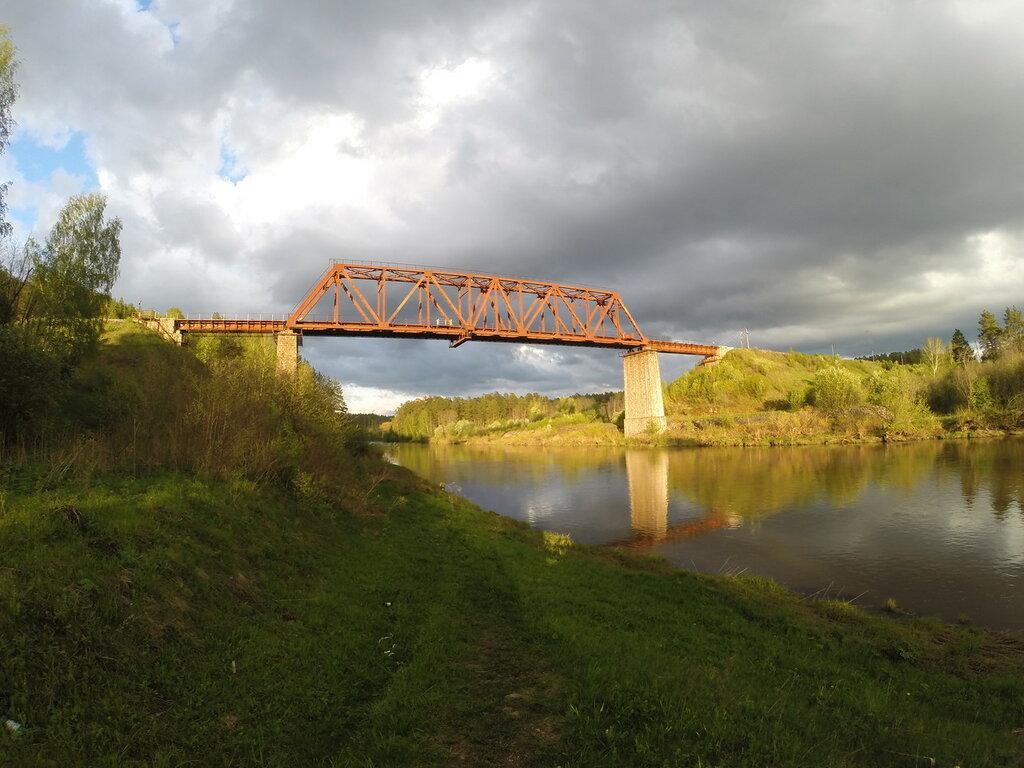 висячий мост ночью