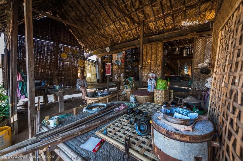 Как живут в зажиточной деревне в Бирме? (47 фото)