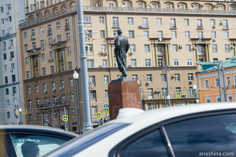 Памятник Максиму Горькому, Москва