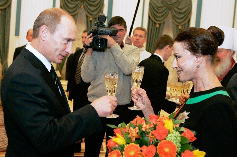 Президент России Владимир Путин и Майя Плисецкая после церемонии вручения государственных наград РФ в Кремле, 2006 год.jpg