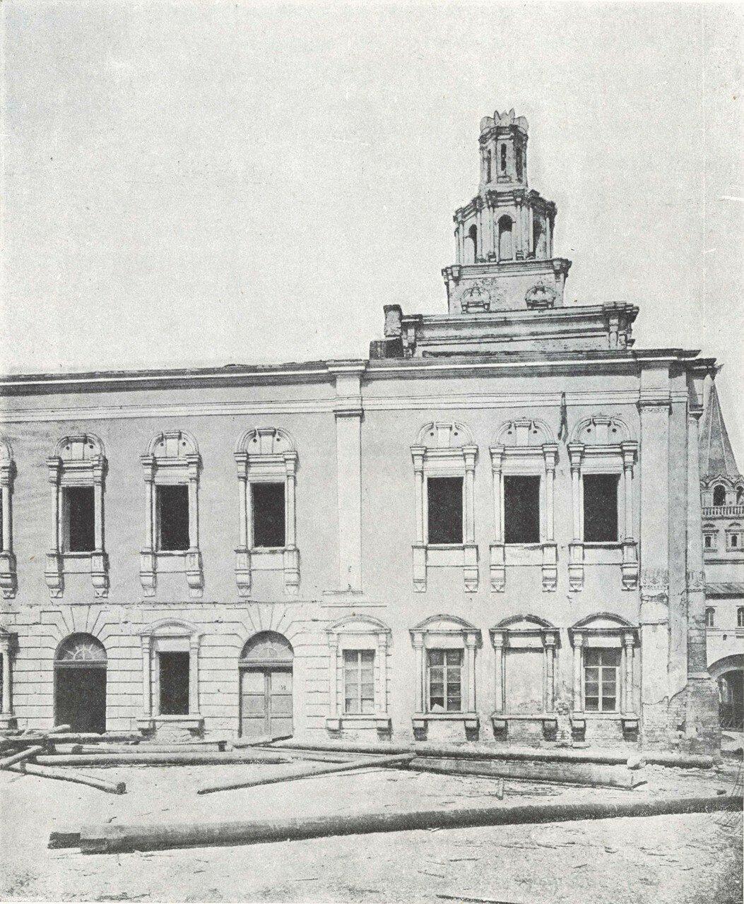 569. Древние палаты на Красной площади. 1874