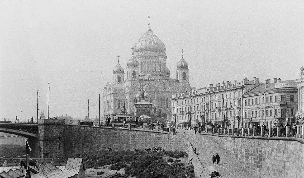 592. Вид на Храм Христа Cпасителя