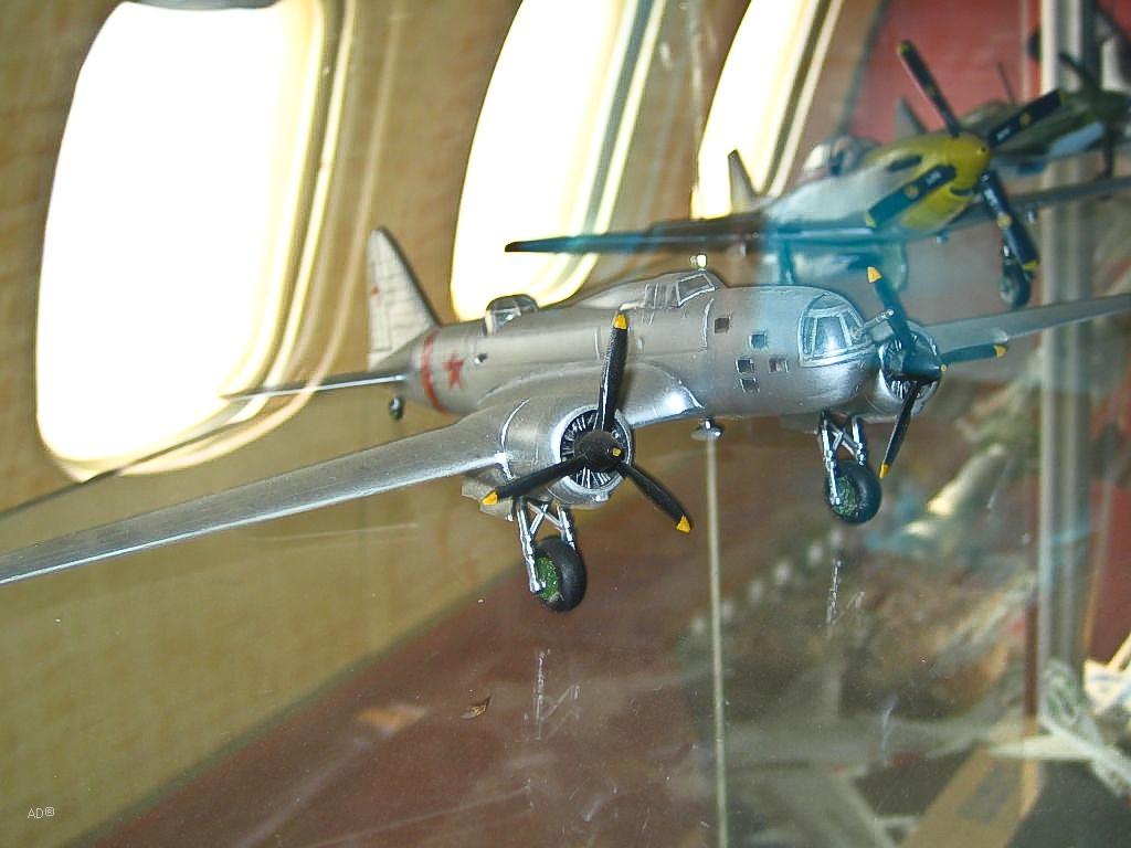 Экспонат выставки в самолете ЯК-42