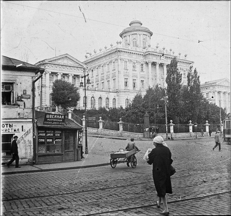 Дом Пашкова.Из архива Т. Яржомбека