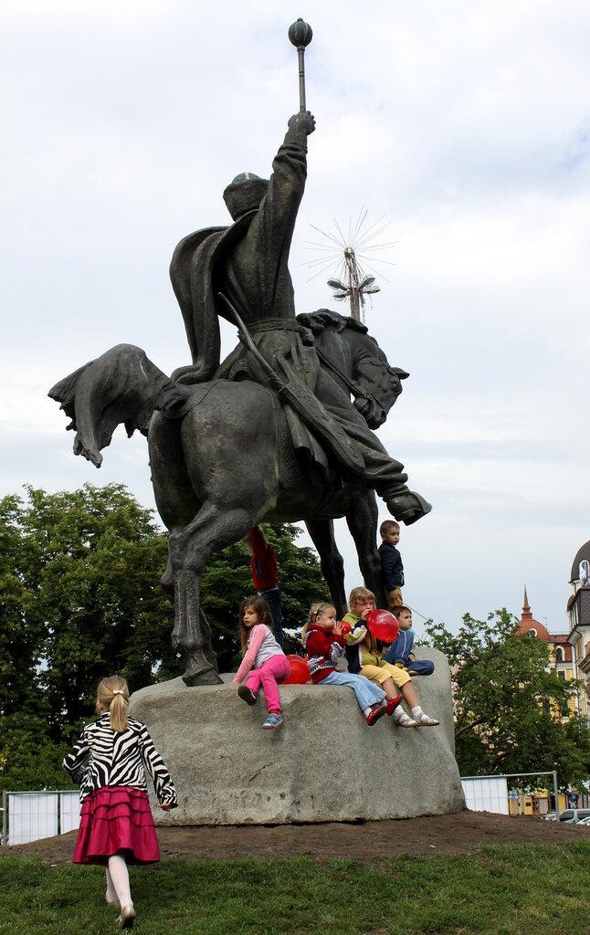дети памятник