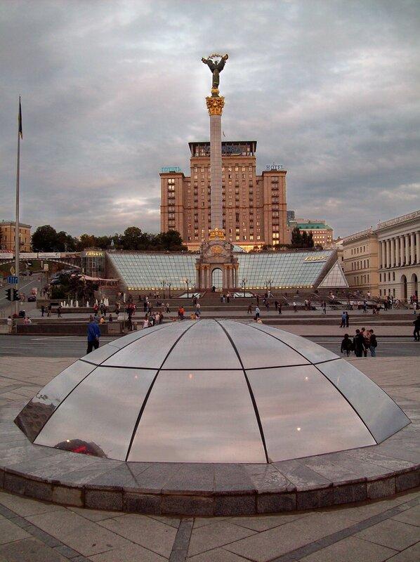 Стела Независимости на Майдане Незалежности