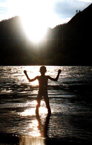 Купание в Катуни. Илье 10 лет
