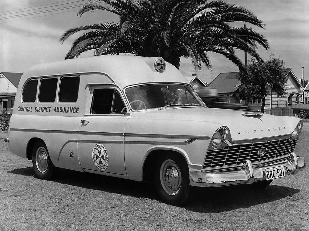 Chrysler Royal Ambulance by Comeng (AP1) (AUS) '1957–58.jpg