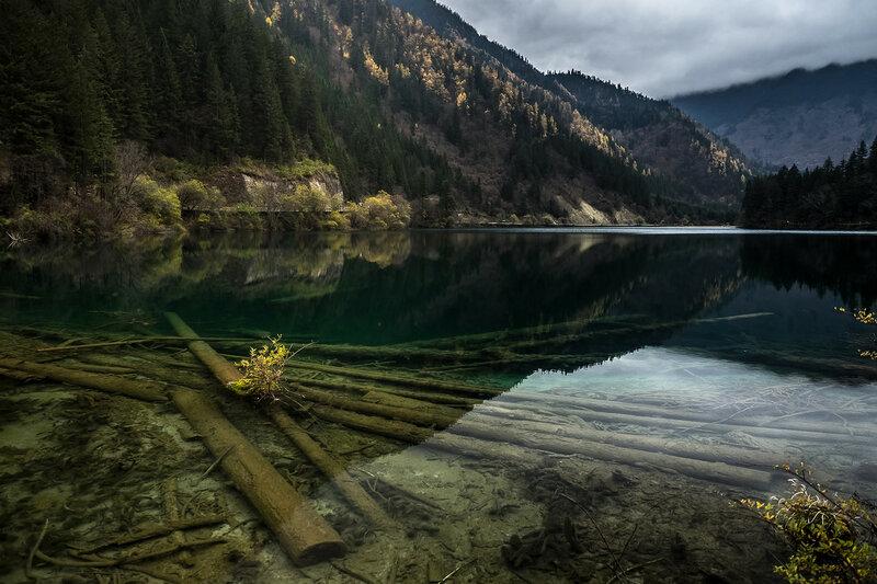 Озеро парка Цзючжайгоу