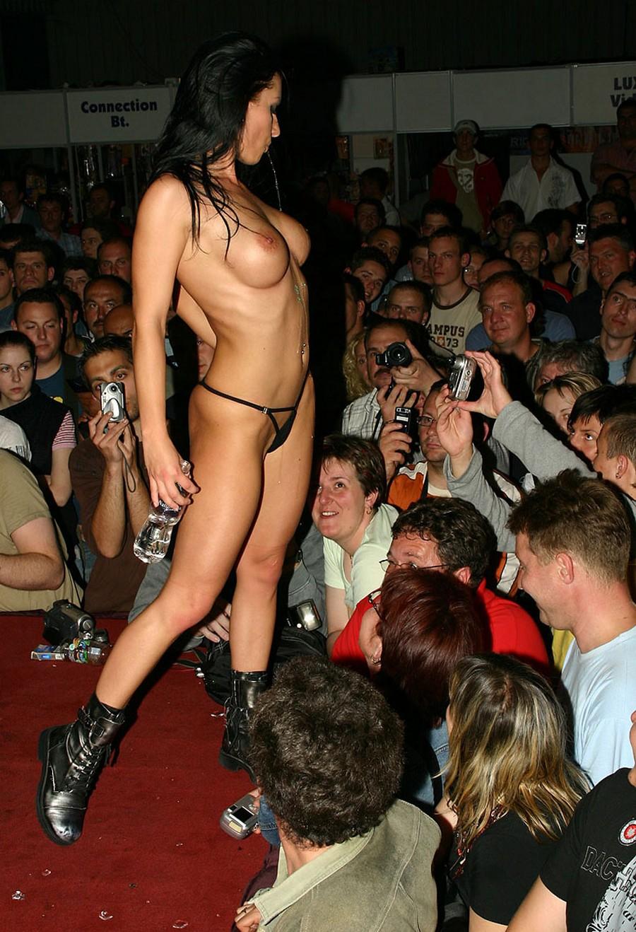 Смотреть эротические шоу онлайн 31 фотография