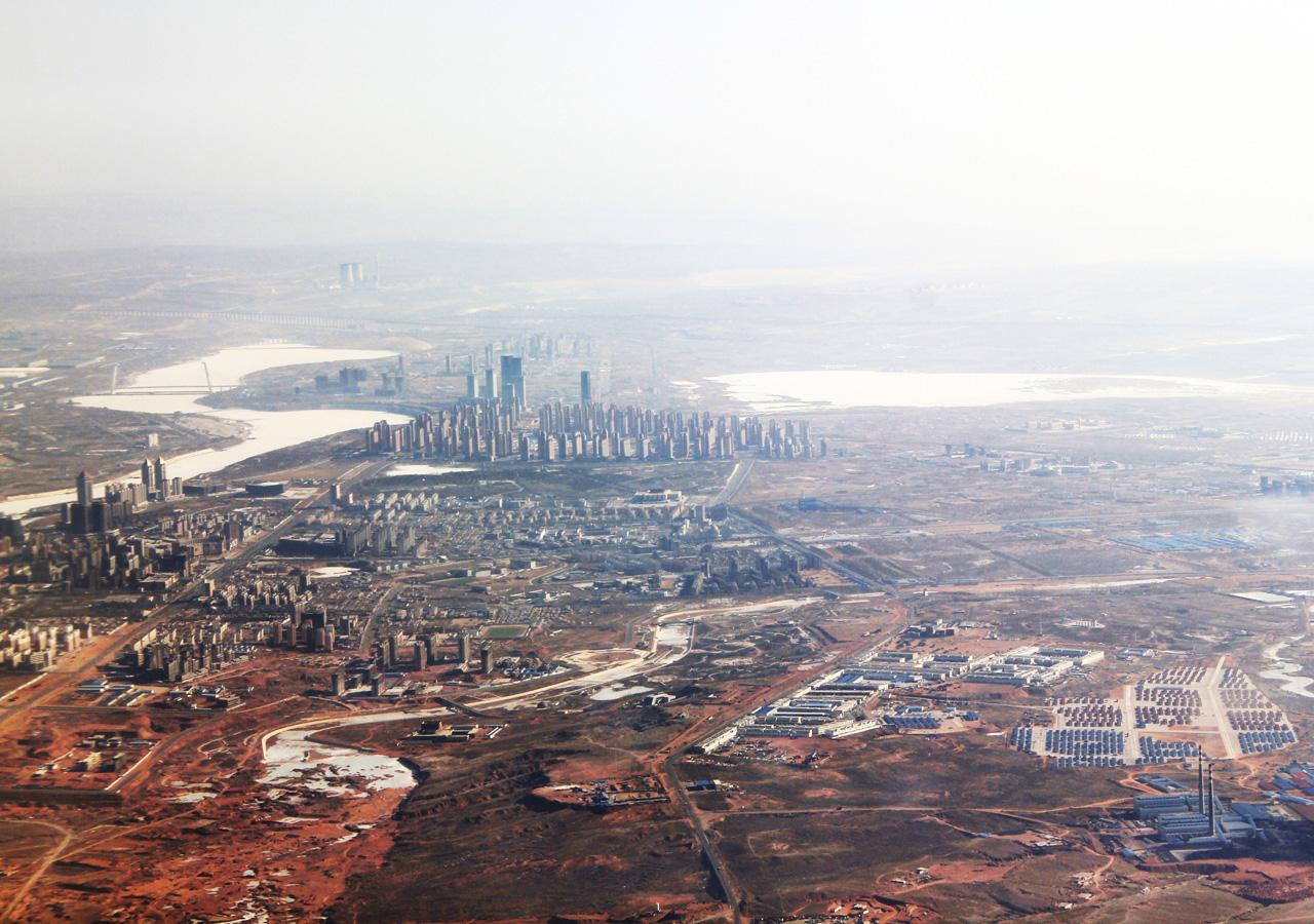 1 В Китае много городов- , торговых центров- и аэропортов-призраков — гигантских инфраструктурных пр